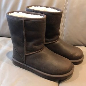 NWOT UGG CLASSIC SHORT LEATHER BOOTS